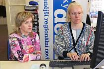 Jiřina Tauchmanová (vlevo) při on-line rozhovoru v naší redakci.