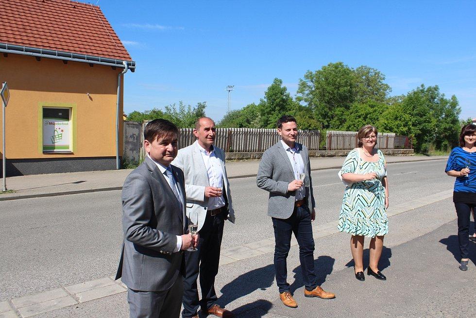 Slavnostní otevření nové chráněné dílny v Kopidlně.