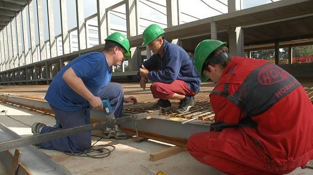 Výstavba v hořické průmyslové zóně.