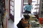 Ženy podezřelé z krádeže v obchodě v Jičíně.