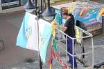 Vlajky i fáborky z pěší zóny zmizely.
