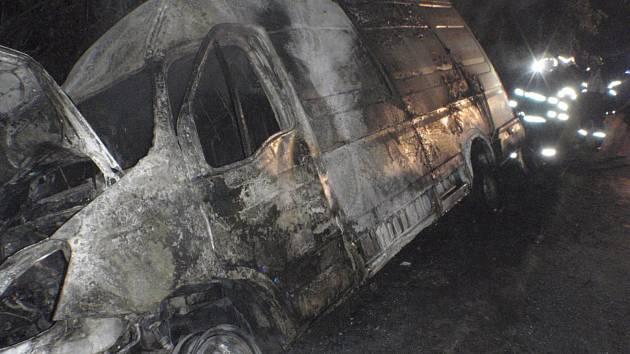 Požár způsobil škodu asi 200 tisíc korun.