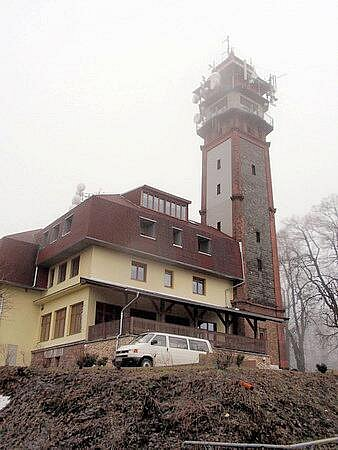 Rozhledna na vrchu Tábor u Lomnice nad Popelkou.