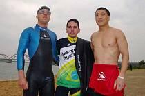 Trojice závodníků, zleva Ruda Cogan, Brazilec Guillermo Campos a Američan Murphy Brian.