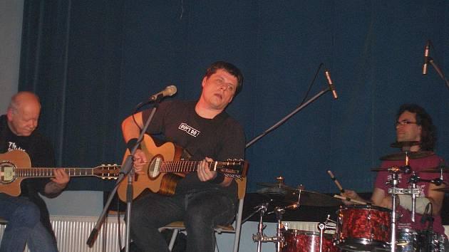 Z koncertu Radima Hladíka a Blue Effectu ve Vysokém Veselí.