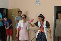Zdravotní klauni v jičínském stacionáři Kamarád.