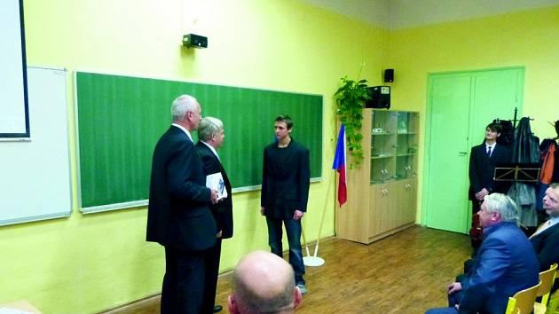 DANIEL VANÍČEK dne 1. listopadu přijal gratulace od senátora Josefa Táborského, starosty Jiřího Lišky a dalších osobností.