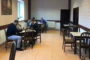 Provozovatel Restaurace a penzionu U Patřínů v Konecchlumí má obavy o existenci provozovny. Pokud se hospody potřetí zavřou, obává se, že tady zkrachují.