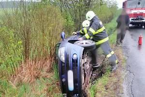 Dopravní nehoda v Černíně u Hořic.
