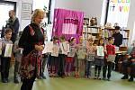 Pasování prvňáčků na čtenáře v jičínské knihovně.