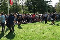 V Jírových sadech v Nové Pace byl v sobotu odhalen pomník hrdinům vzdušných bojů 2. světové války. V Suchardově pa byla zahájena vernisáží výstava Novopačtí rytíři nebes. Foto: facebook