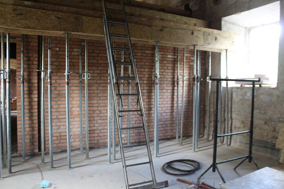 Rekonstrukce multifunkčního sálu a přilehlých místností by měla být hotová na jaře 2022.
