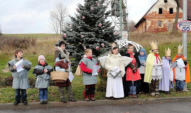 Vidochovští slavnostně rozsvěceli vánoční strom.