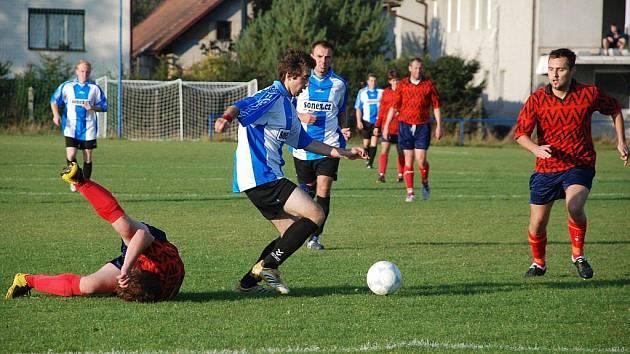 Libuňský hráč  Tomáš Veverka v útočné akci.