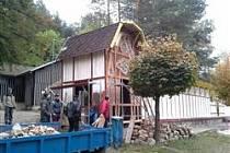 Opravy na dachovském koupališti.