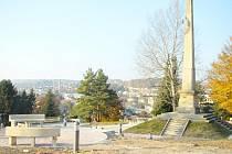 Hořický Gothard s Riegrovým obeliskem.