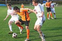 TAKÉ NA PODZIM obléknou bílý novopacký dres Jakub Vích (vlevo) a Jiří Macháček, oba zahráli v sobotu velmi dobře.