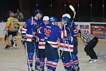 Radost z vítězství jičínští hokejisté ve dvou utkáních v řadě neprožili. Snímek je z posledního domácí výhry s mužstvem Dvora Králové (7:1).