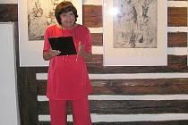 Magdalena Rychlíková při zahájení výstavy v Šolcově stavku v Sobotce.