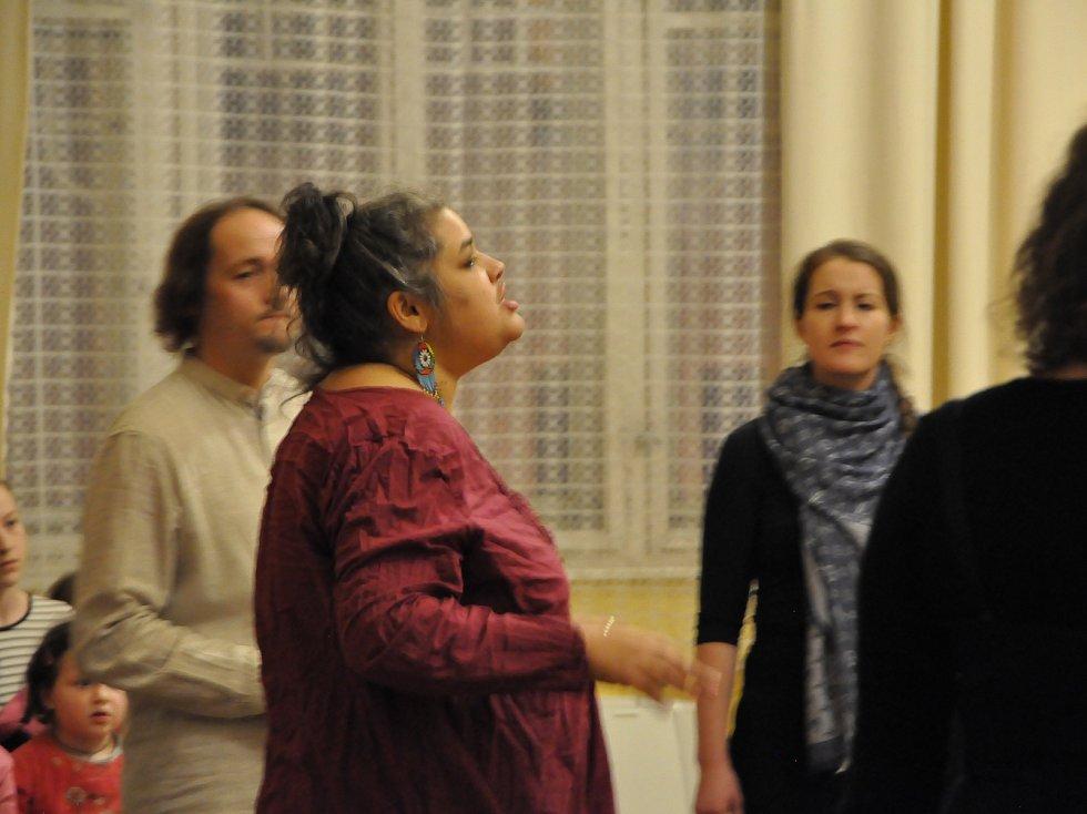 Zpěvačka a hlasová umělkyně Ridina Ahmed se do Nové Paky vrátí jako lektorka sedmého ročníku Improfestu.