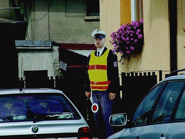 Figurína policisty v Ohařicích.