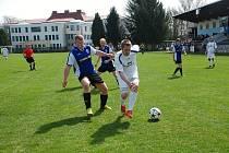 Rezerva Sobotky vstoupila do jarní části okresní soutěže mužů velmi dobře. Na snímku její minulé domácí utkání s Libuní, které tým ovládl poměrem 6:2.