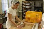 Výroba velikonočních dobrot v odborných dílnách Střední školy gastronomie a služeb v Nové Pace.