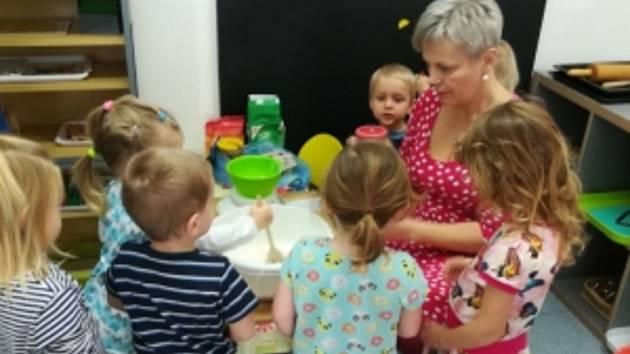 V novopackém Domě dětí a mládeže Stonožka funguje od listopadu Montík, který pečuje o děti ve věku od dvou do šesti let.