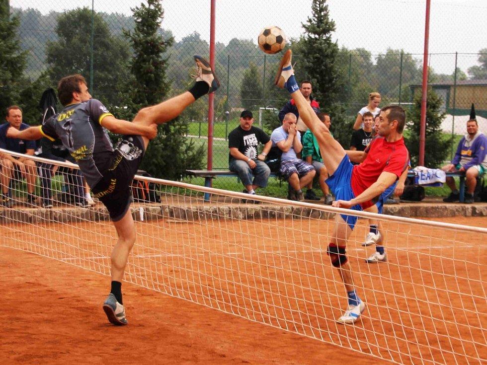 Nohejbalové utkání mezi Bělou a Lebkys teamem Turnov.