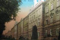 Jičínská kasárna, historická pohlednice.