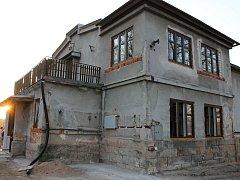 Miletínská sokolovna v rekonstrukci.