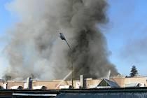 Požár v areálu novopacké firmy v ulici Legií.