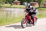 """Poslední květnovou sobotu bylo v kempu v Lužanech u Jičína pořádně rušno, uskutečnila se zde tradiční vyjížďka 19. ročníku """"Sendražické Padede"""" na motocyklech o objemu max. 50 ccm."""