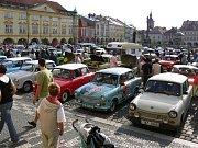 Trabanty na jičínském Valdštejnově náměstí.