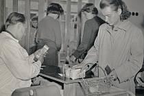 Nakupování v moderní samoobsluze si v Železnici užívali od konce padesátých let.