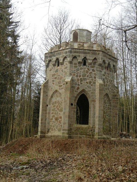 Opravená Allainova věž.