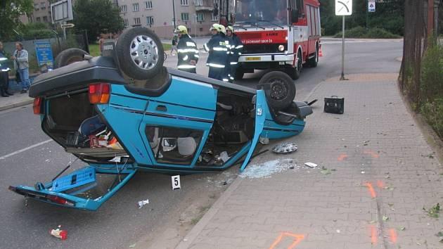 Dopravní nehoda v jičínské Riegrově ulii.