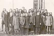 Historické snímky z dětenické školy.