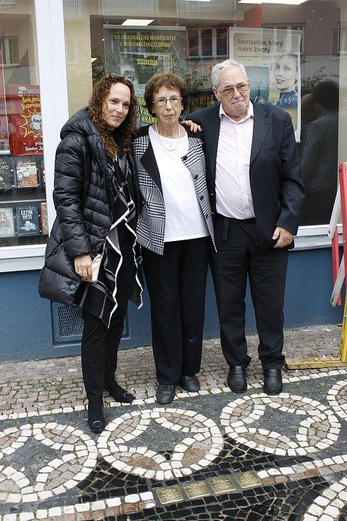 Na Žižkově náměstí bylo v sobotu slavnostně odhaleno osm Kamenů zmizelých. Aktu se zúčastnili i žijící příbuzní rodiny Steinerů.
