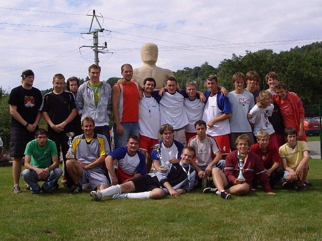 Nejúspěšnější týmy - zleva Podhorní Újezd, potom Ronal a dorostenci Chomutic.