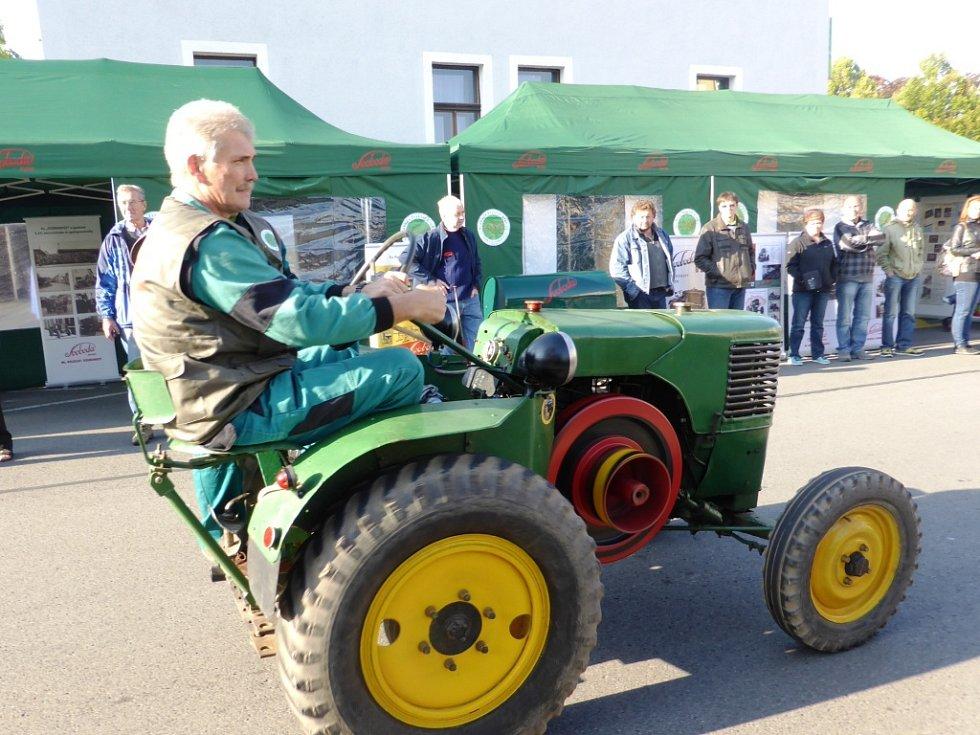 Návrat traktorů Svoboda do Mladé Boleslavi.