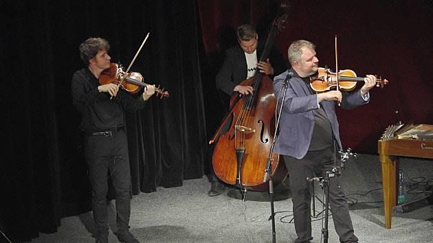 Cimbálová muzika Milana Broučka zahájila v sobotu hudební festival Foersterovy dny. Foto: Marek Klár