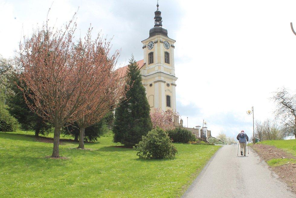 Do kostela v Konecchlumí se sjíždí lidé z okolí, ale také turisti z celého světa.