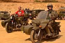 Armádní technika ve Střelči.