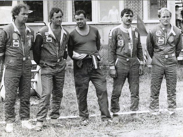 Legendy našeho autokrosu. Zleva Jaroslav Hošek, Karel Havel, Václav Uher, Jiří Bartoš a Bohumil Křesťan.