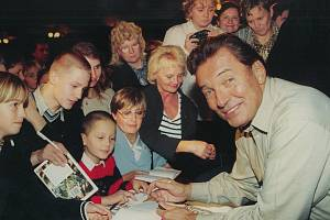 Koncert Mistra v jičínském Masarykově divadle v roce 2002 zachytil svým objektivem Jiří Ullrich.