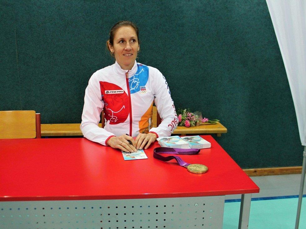 Z návštěvy olympioničky Mirky Topinkové Knapkové v sobotecké škole.