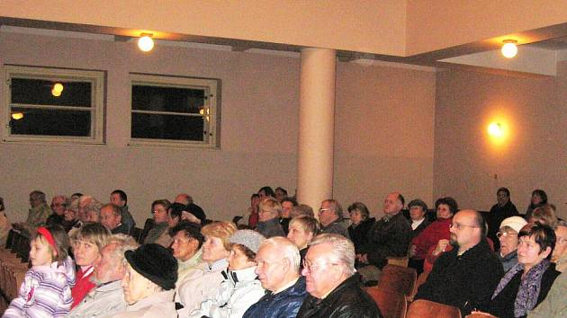 Připomenutí listopadových událostí v novopackém Husově sboru.