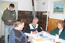 Volby v Úhlejově, které se vždy konají v budově obecního úřadu.