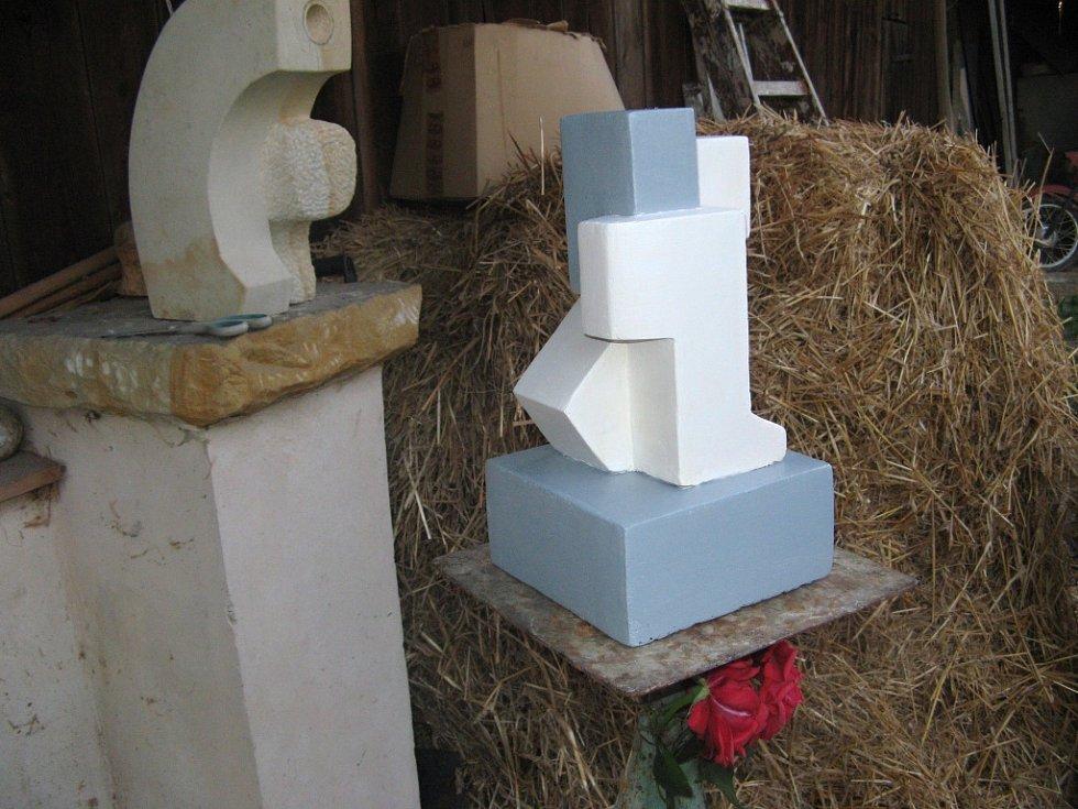 Ve Vršcích vzniká socha Jana Husa.